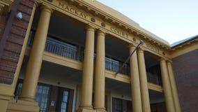 Edificio del Palacio de Justicia de Mackay en Queensland, Australia almacen de metraje de vídeo