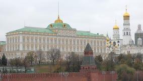 Edificio del palacio magnífico del Kremlin en Moscú, torres de la catedral almacen de metraje de vídeo