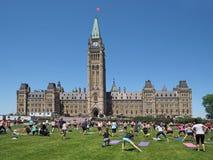 Edificio del parlamento de Canadá con aeróbicos Imagen de archivo