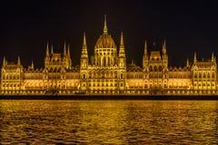 Edificio del parlamento en Budapest en la noche, Hungría Imagen de archivo libre de regalías