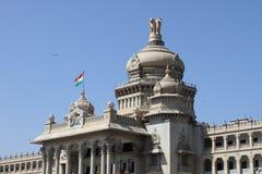 Edificio del soudha de Vidhana Fotografía de archivo libre de regalías