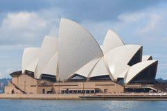 Edificio del teatro de la ópera de Sydney imagenes de archivo