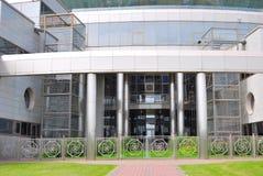 Edificio del vidrio y del metal Fotos de archivo libres de regalías