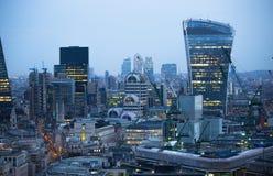 Edificio del Walkietalkie y actividades bancarias de Canary Wharf y aria de la oficina en el fondo Londres, Reino Unido Foto de archivo