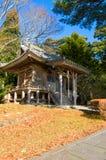 Edificio del zen en un jardín en una mañana asoleada fotografía de archivo