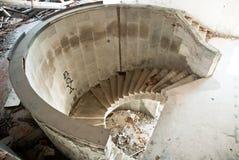 Edificio demolido sucio abandonado, uno de hoteles en COM de Kupari Imagen de archivo