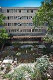 Edificio demolido sucio abandonado, uno de hoteles en COM de Kupari Fotografía de archivo libre de regalías