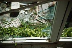 Edificio demolido sucio abandonado, uno de hoteles en COM de Kupari Imágenes de archivo libres de regalías