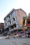 Edificio derrumbado después del desastre del terremoto Foto de archivo