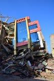 Edificio derrumbado después del desastre del terremoto Imágenes de archivo libres de regalías
