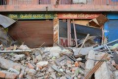 Edificio derrumbado después del desastre del terremoto Imagenes de archivo