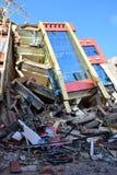 Edificio derrumbado después del desastre del terremoto Fotos de archivo libres de regalías