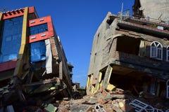 Edificio derrumbado después del desastre del terremoto Imagen de archivo libre de regalías