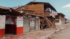 Edificio derrumbado después del desastre del terremoto, Ecuador Foto de archivo libre de regalías