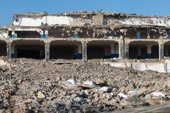 Edificio destruido abandonado de la fábrica, fondo industrial Imagen de archivo libre de regalías