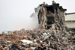 Edificio destruido, escombros. Serie Imágenes de archivo libres de regalías