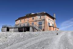 Edificio di Abandonend (altitudine 3000mtr) vicino alla cima dello Stelvio, Tirolo del sud, Italia Immagini Stock