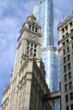 Edificio di Chicago Wrigley e torre di Trump Immagine Stock