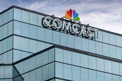 Edificio di Comcast e logo di marchio di fabbrica immagini stock
