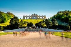 Edificio di Gloriette nei giardini di Schonbrunn fotografie stock libere da diritti