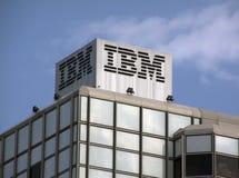 Edificio di IBM nelle lettere di Amsterdam sulla cima Fotografie Stock Libere da Diritti
