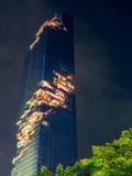 Edificio di Mahanakhon sotto il cielo di sera a Bangkok Immagine Stock