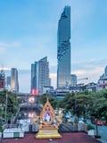 Edificio di Mahanakhon sotto il cielo di sera a Bangkok Fotografia Stock Libera da Diritti