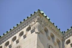 Edificio di Montreal con la scultura di pietra del leone Fotografie Stock