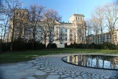 Edificio di Reichstag, Berlino, la Germania ed il giardino del memoriale degli zingari Fotografia Stock