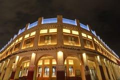 Edificio di Souq Waqif alla notte doha Immagini Stock Libere da Diritti