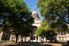 Edificio di Texas State Capitol in Austin durante la molla immagine stock