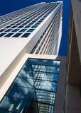 Edificio dinámico del negocio en Francfort, Alemania Fotografía de archivo