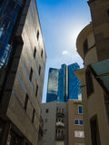 Edificio dinámico del negocio en Francfort, Alemania Foto de archivo libre de regalías