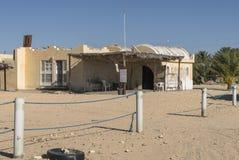 Edificio en desierto Imagenes de archivo