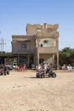 Edificio en desierto Fotos de archivo
