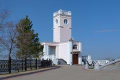 Edificio en el acantilado en Jabárovsk, Rusia Imágenes de archivo libres de regalías