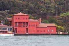 Edificio en el estrecho de Bosphorus Fotografía de archivo libre de regalías