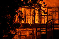 Edificio en el fuego Fotos de archivo libres de regalías