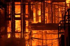 Edificio en el fuego Imagenes de archivo
