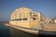 Edificio en el Perl, Doha de la orilla del agua Fotos de archivo libres de regalías