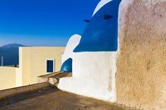 Edificio en la aldea Oia, Santorini Imagen de archivo libre de regalías