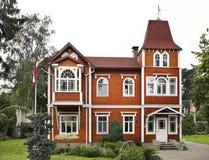Edificio en la ciudad de Jurmala latvia Foto de archivo libre de regalías