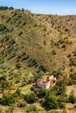 Edificio en la degradación en el pie de la colina imagen de archivo libre de regalías