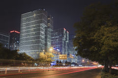 Edificio en la noche, Pekín, China de Wanda Plaza Fotos de archivo