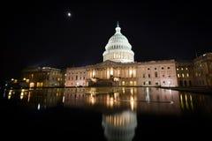 Edificio en la noche - Washington DC del capitolio de los E.E.U.U. foto de archivo