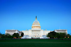 Edificio en la oscuridad, Washington DC de Capitol Hill. Foto de archivo libre de regalías
