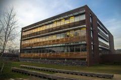 Edificio en la puesta del sol Imágenes de archivo libres de regalías