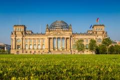 Edificio en la puesta del sol, Berlín, Alemania de Reichstag imágenes de archivo libres de regalías