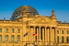 Edificio en la puesta del sol, Berlín, Alemania de Reichstag fotografía de archivo