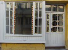 Edificio en la reflexión Imagen de archivo